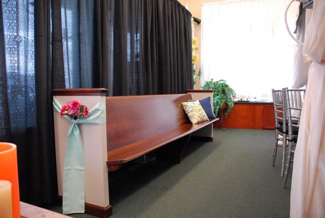 Where To Find VINTAGE CHURCH PEW In Murfreesboro