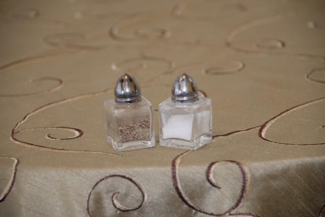 Where to find MINI CUBE SALT   PEPPER SHAKERS  SET in Murfreesboro
