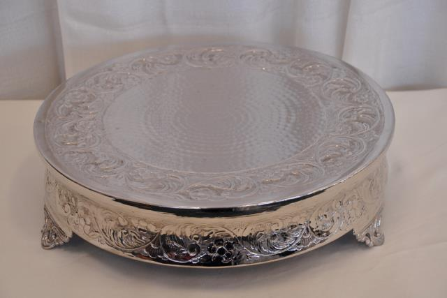 Where to find 18  ROUND VICTORIAN HAMMERED CAKE STAND in Murfreesboro